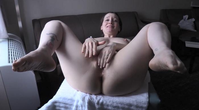 Bettie Bondage – Nuru Massage For Mom