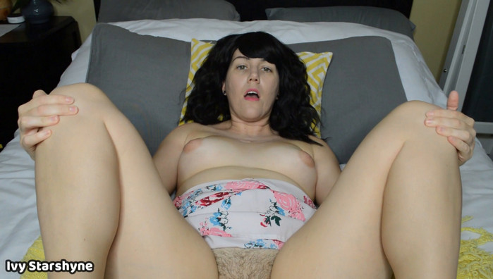 Ivystarshyne – Pushing Mommy Into It