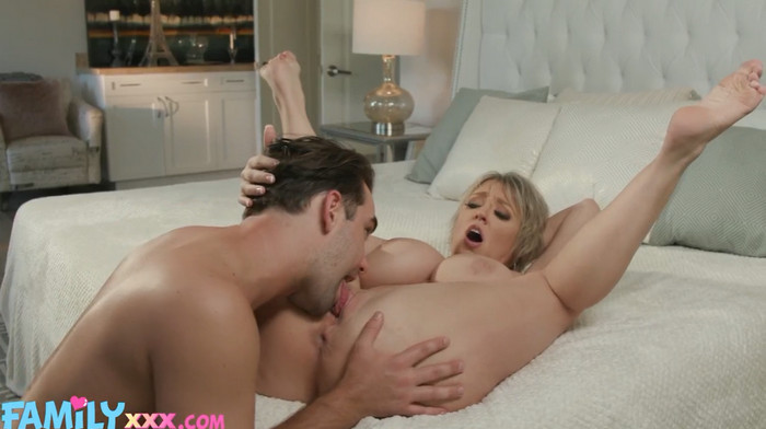 Dee Williams – Step Mom Dee Loves A Hot Mess