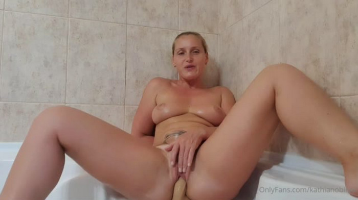 Kathia Nobili – Mom Son In The Bathroom