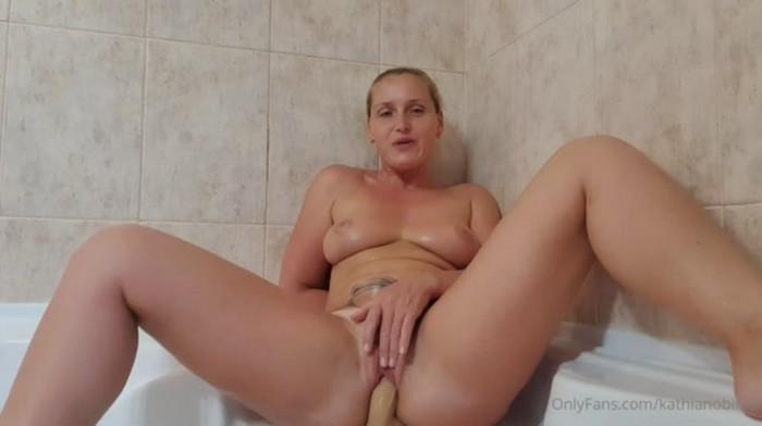 Kathia Nobili – Mom Son In The Bathroom