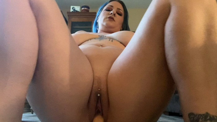 ScarletEllie – Creampie Mom After Catching Her Do Yoga