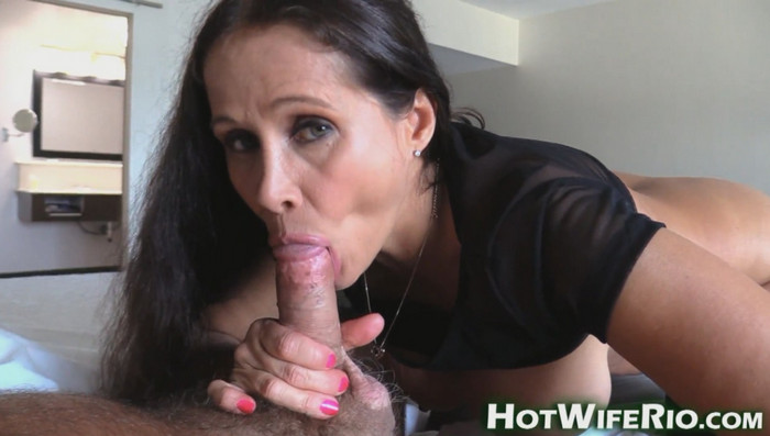 HotWifeRio – Lingerie Mom 19