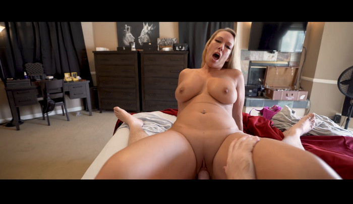 Mellanie Monroe – Stepmom and I Have A Naughty Morning Routine Complete WCA